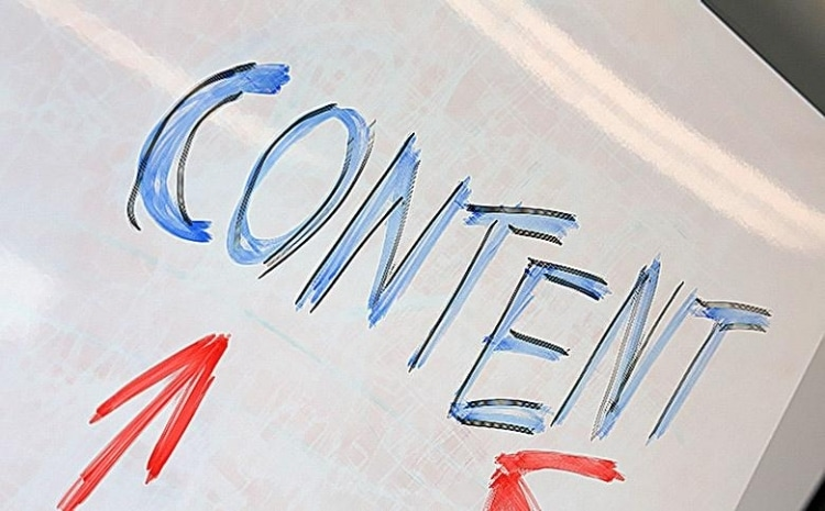 white paper with the word content written on it in blue color and with two red arrows pointing at it.